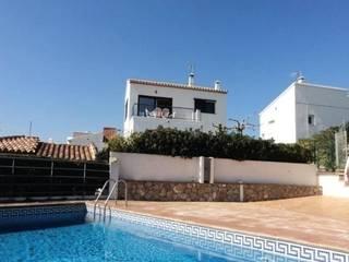 Location l 39 escala chalet appartements disponibles for Cash piscine espagne