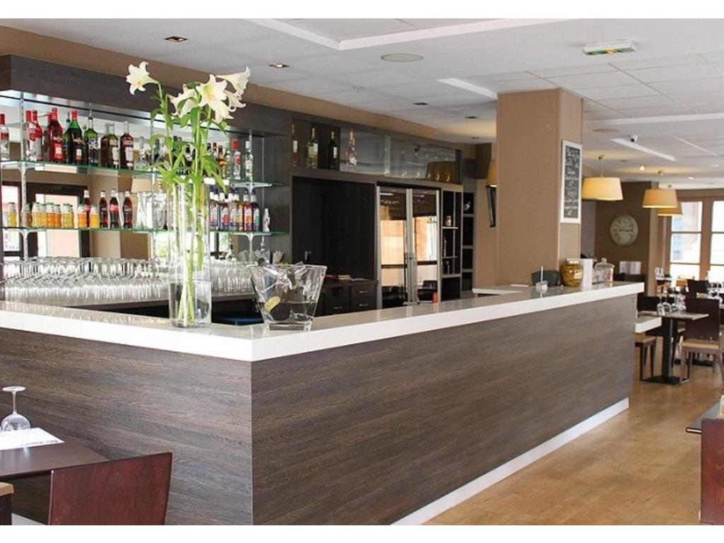 Appart 39 h tel odalys l 39 atrium aix en provence 133 for Location appart hotel madrid