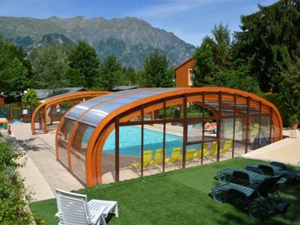 Camping a la rencontre du soleil bourg d 39 oisans auris en - Camping la piscine bourg d oisans ...