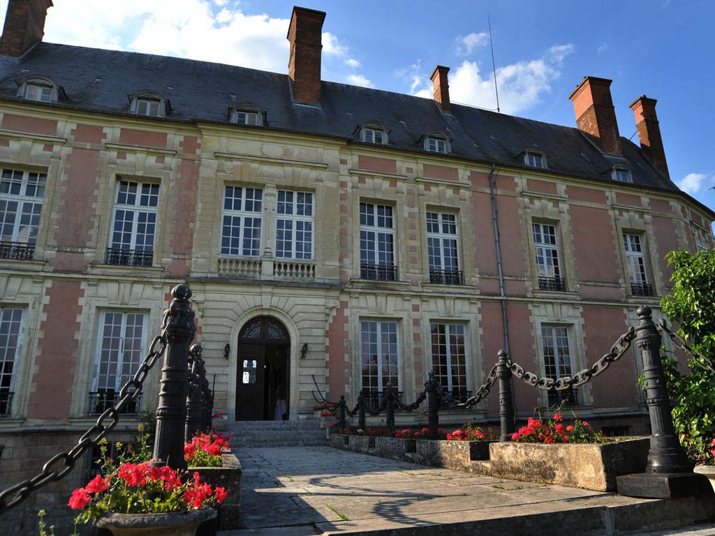 Camping Chateau De Montrouant Gibles A 7 Km Dompierre Les