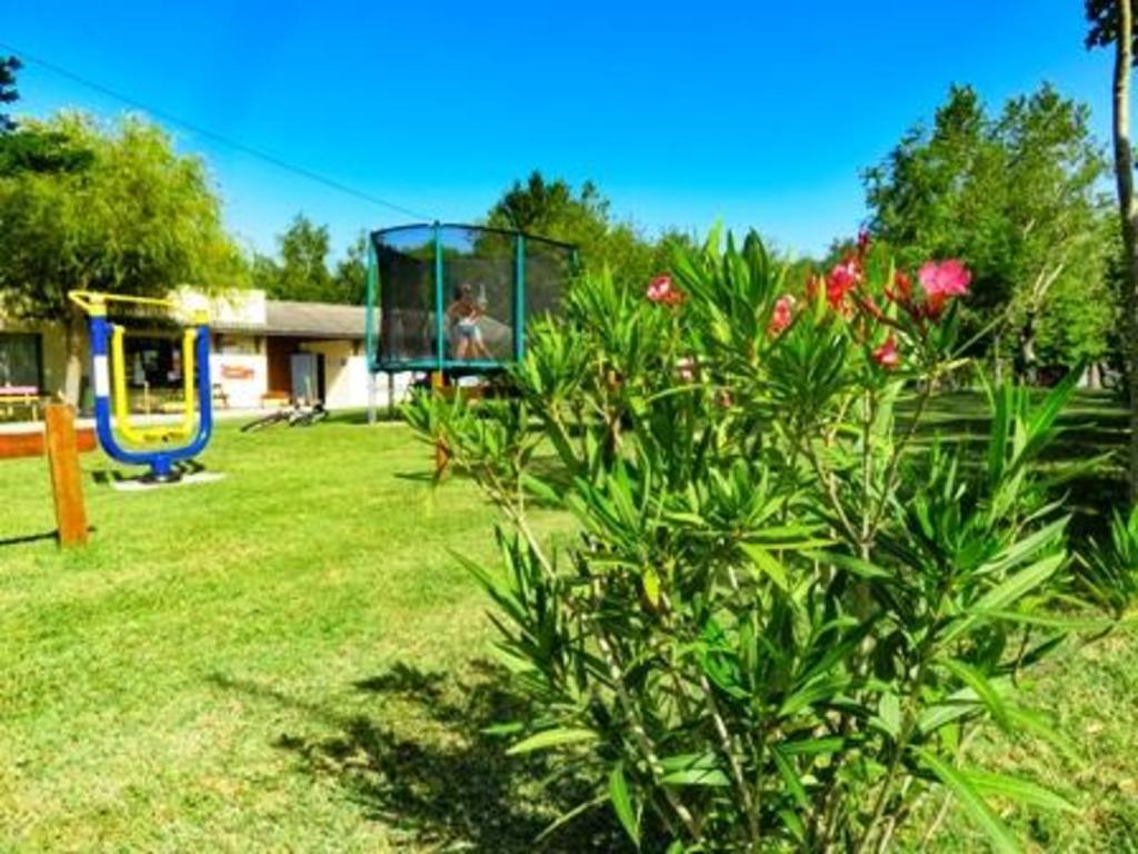 Camping En Salvan (Vaudreuille à 8 km)