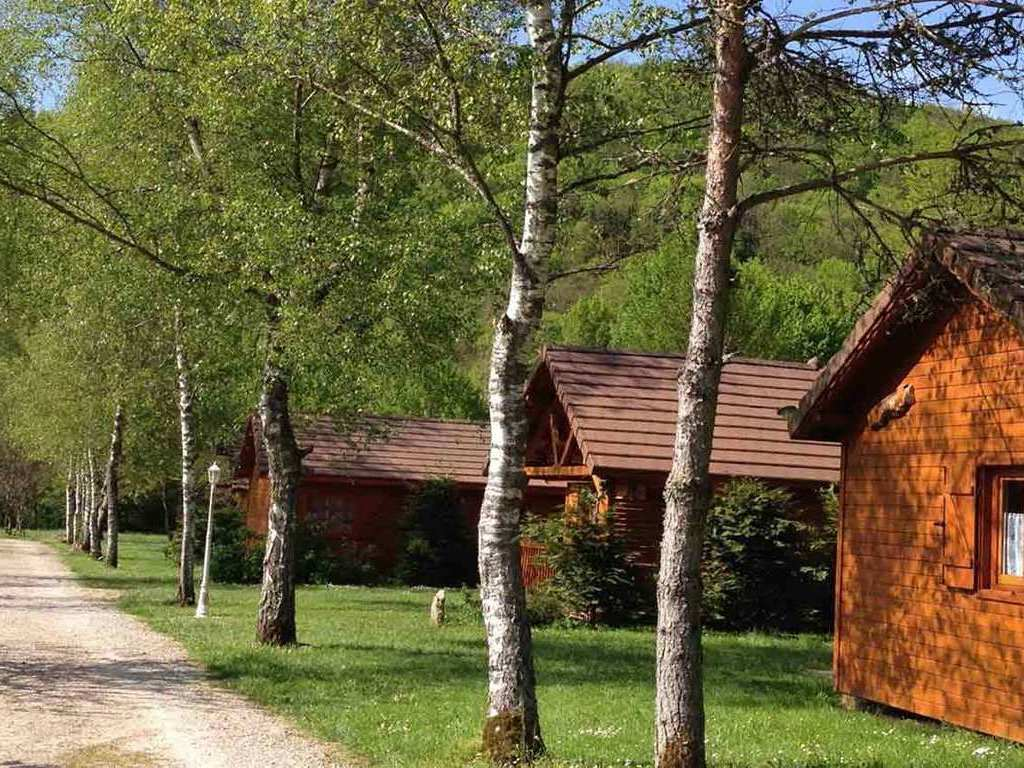 Camping La Ferme Du Lac (Les Marches à 8 km)