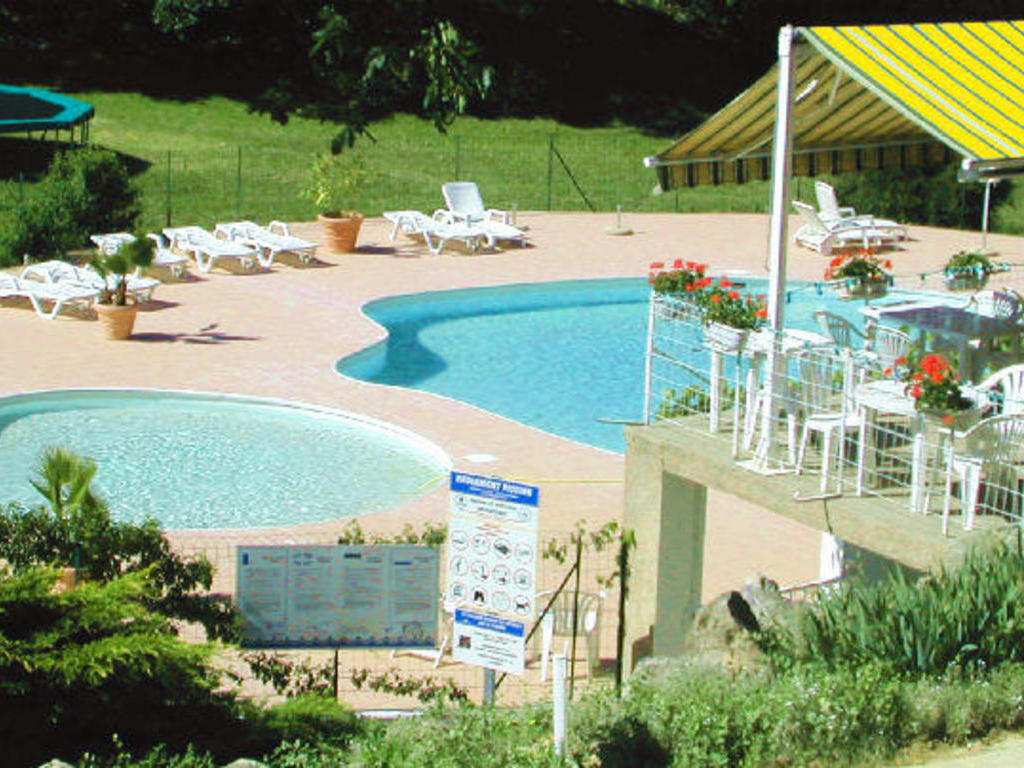 Camping la truffi re saint cirq lapopie cahors 378 for Camping cahors piscine