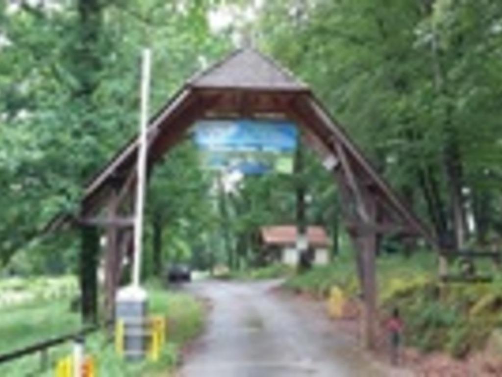 Camping Lac De Pont Pont Et Massene A 2 Km Semur En Auxois