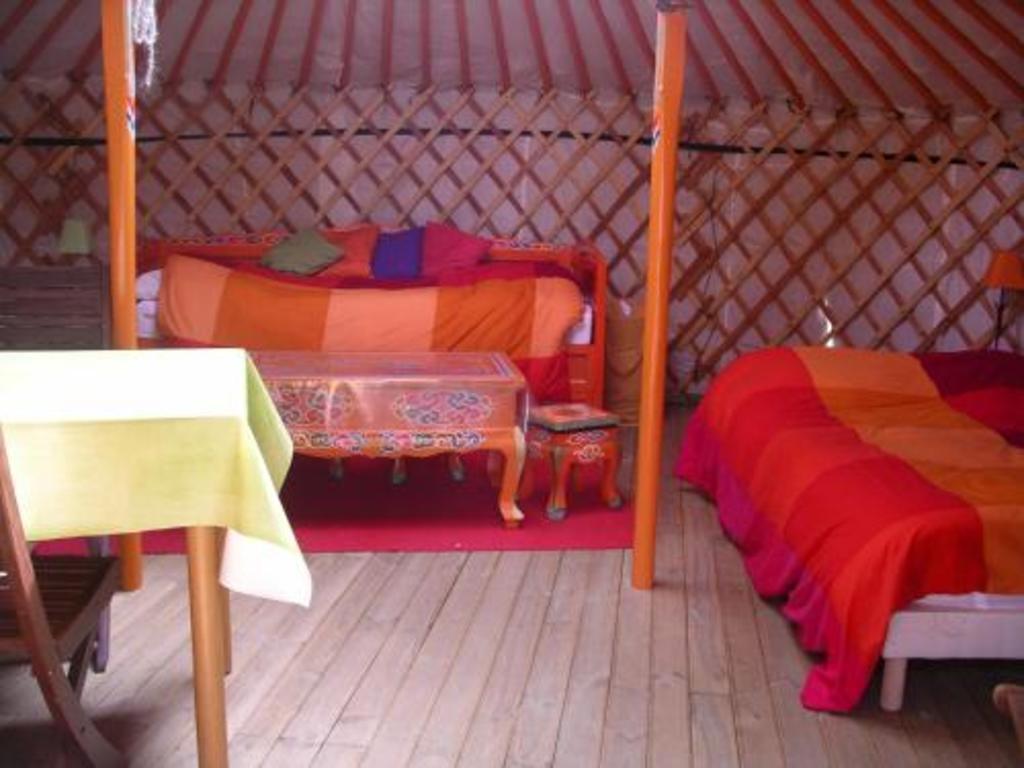 Camping Le Village Insolite (Saint-Benoît-des-Ondes à 7 km)