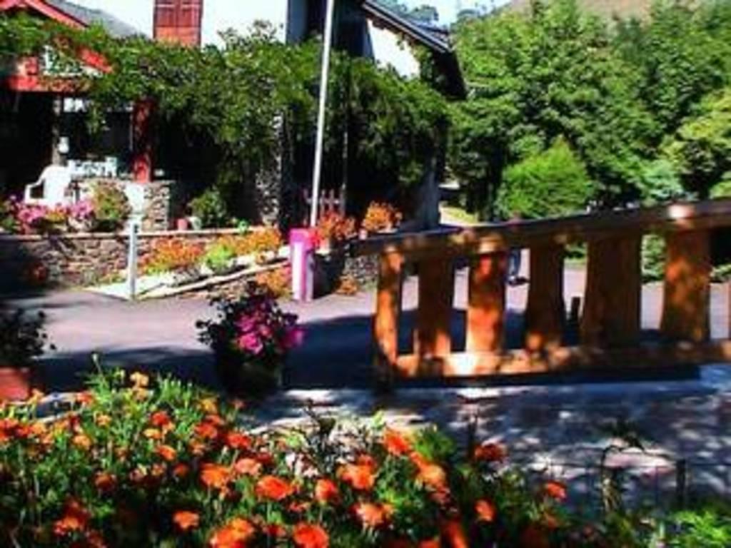 Camping les jardins d 39 estavar estavar 382 locations d s 209 - Les jardins d arvor vacances bleues ...