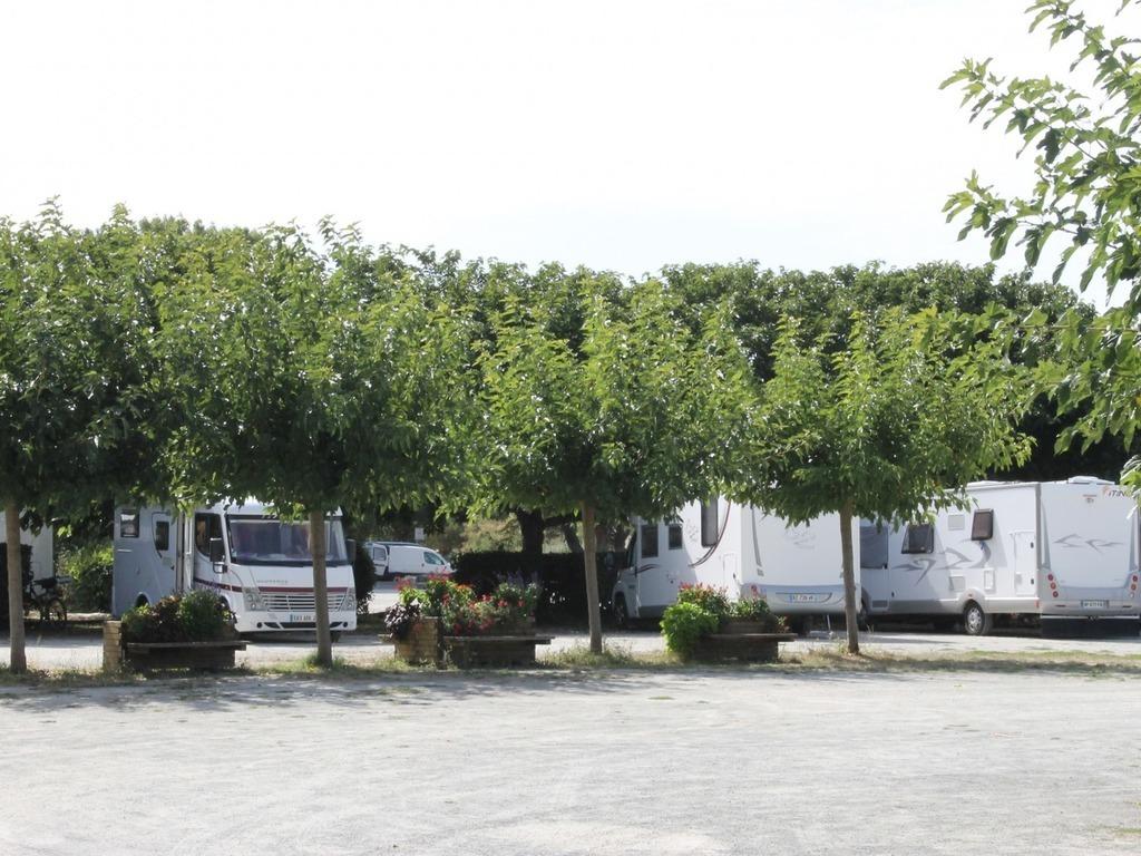 Camping Municipal La Garenne (Port-des-Barques à 3 km)