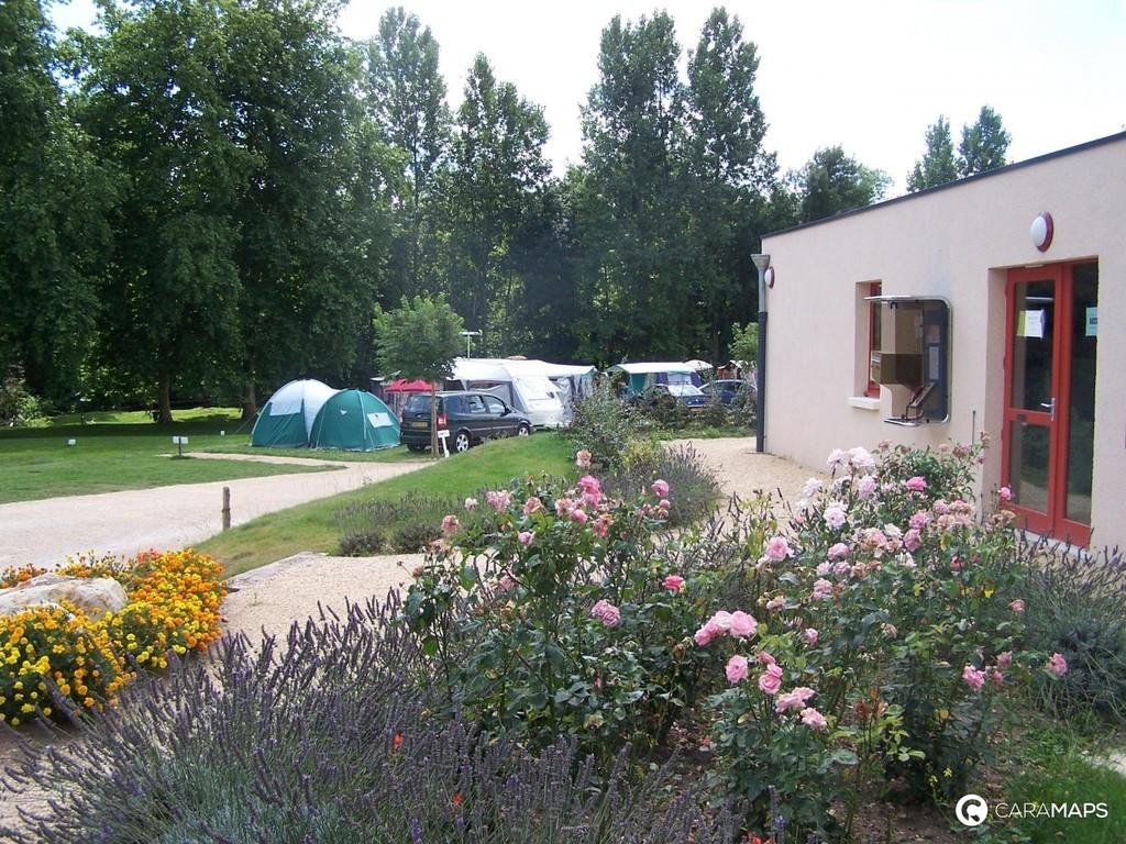 Camping Municipal Les Grandes Iles (Tournon-Saint-Martin à 11 km)