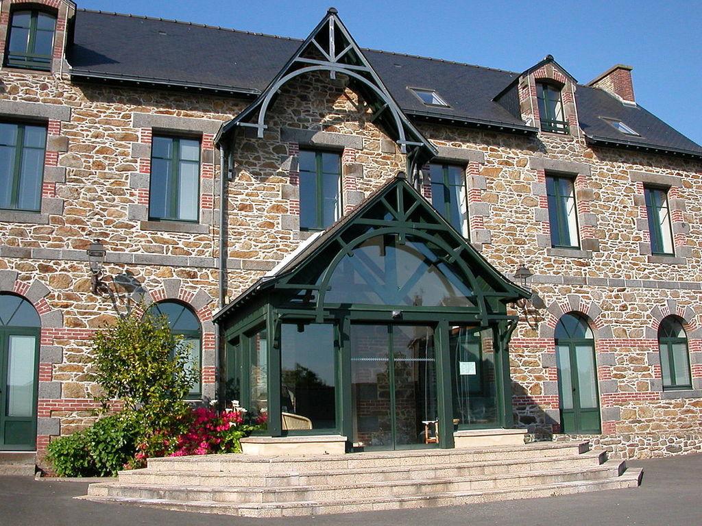 Camping Municipal (Saint-Guinoux à 10 km)