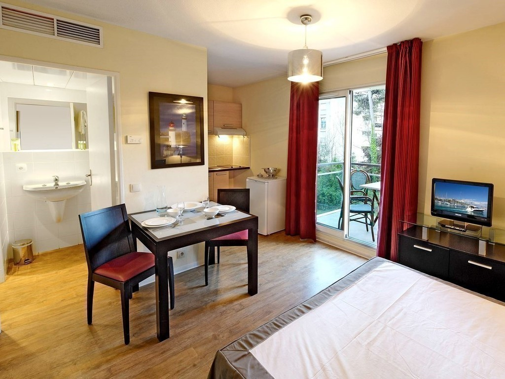 R sidence appart 39 h tel odalys olympe antibes juan les for Residences appart hotel