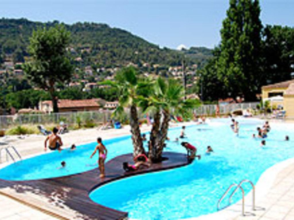Village vacances grand bleu le galoubet sollies toucas for Cash piscine sollies pont
