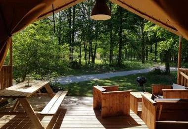 Camping Bois De Saint-Hilaire (Chalandray à 13 km)
