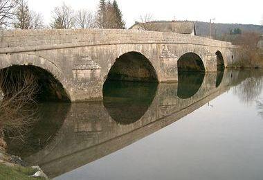 Camping Le Navoy (Pont-du-Navoy à 4 km)