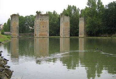 Camping Municipal (Lussac-les-Châteaux à 13 km)