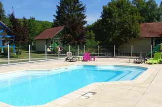 Camping Le Village chalets Le Rû du Pré - Cravant - Camping-and-co