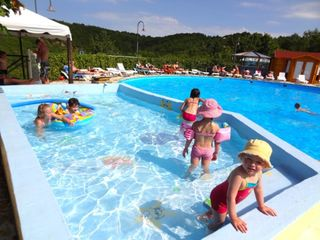 Camping quercy vacances st pierre lafeuille 100 mobil for Camping cahors piscine